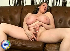 Plumper with huge pussy lips sucks cock
