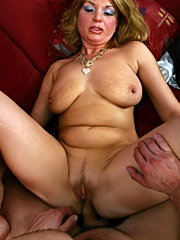 Chubby and dirty mature girl fucking mature guy