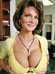 Older mom shows her huge boobs