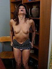 Large older boobs released from bra in locker room