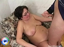 Mature mommy never misses a chance to fuck