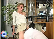 Seductive mature babe in lick-n-fuck action with a service man
