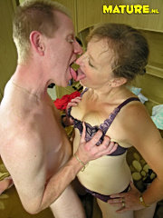 Mature brunette finger n didos old mature granny p