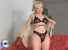Foxy grandmother fucks her warm pussy with a yellow umbrella
