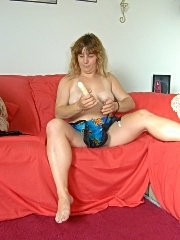 Chubby babe sticks dildo in her fat pussy