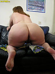 This chunky mature slut really get's down to it