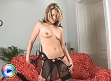 Anilos cougar stuffs her pierced pussy with a speculum