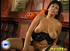 Horny mature slut gettin' nailed hard