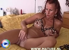 Horny mature amateur in hot dildo action