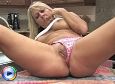 Stunning cougar soaks herself on the kitchen counter and rubs her juicy pink