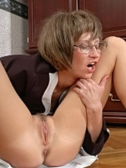 Sexy mature in stockings giving pussy to lick at office