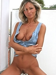 Feisty matured momma blind-foldedly dives in a hard-knocking cum releasing sex.