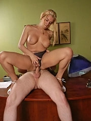 Bodacious booty milf tatianna doggy fucked and gets cumshot