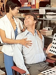Retro lady fucked by her boss in her office