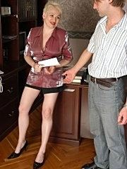 Mature office babe zips officemates cock