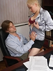 Mature lady boss fucking in th office