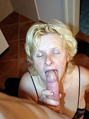 Tanned mom getting some oral and fucking action