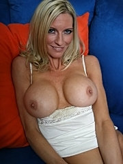 Big titted mom emma starr taking the cock real deap