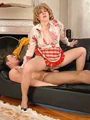Sultry mature housewife tasting pantyhose clad cock before wild facesitting
