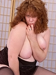 Hot bbw posing and flashing pink pussy