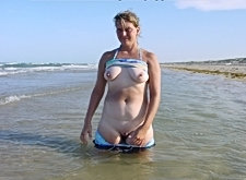 A fat pale amateur bitch showing her titties in ass outside