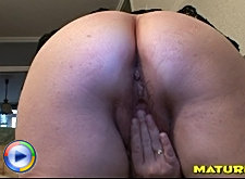 Older amateur housewife in dildo action