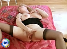 Naughty mature serves a nice blowjob and gets jizz