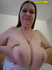 Chubby mature slut with big tits seduce her nephew