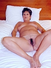 Mature wife shows her cunt