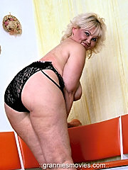 Harlot mature chick in black stockings gets heavily hammered in doggy style