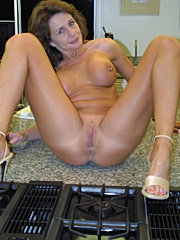 Horny mature mom doing huge cock